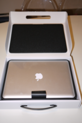 macbook pro 17inches   (skype : electronicsgadget100 )
