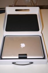 macbook pro 17inches   (skype : electronicsgadget100 )